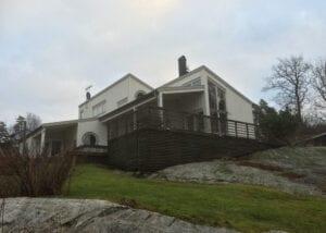 Lövekulle, Alingsås – modernistisk träarkitektur anpassad till berghällar och utmanande topografi
